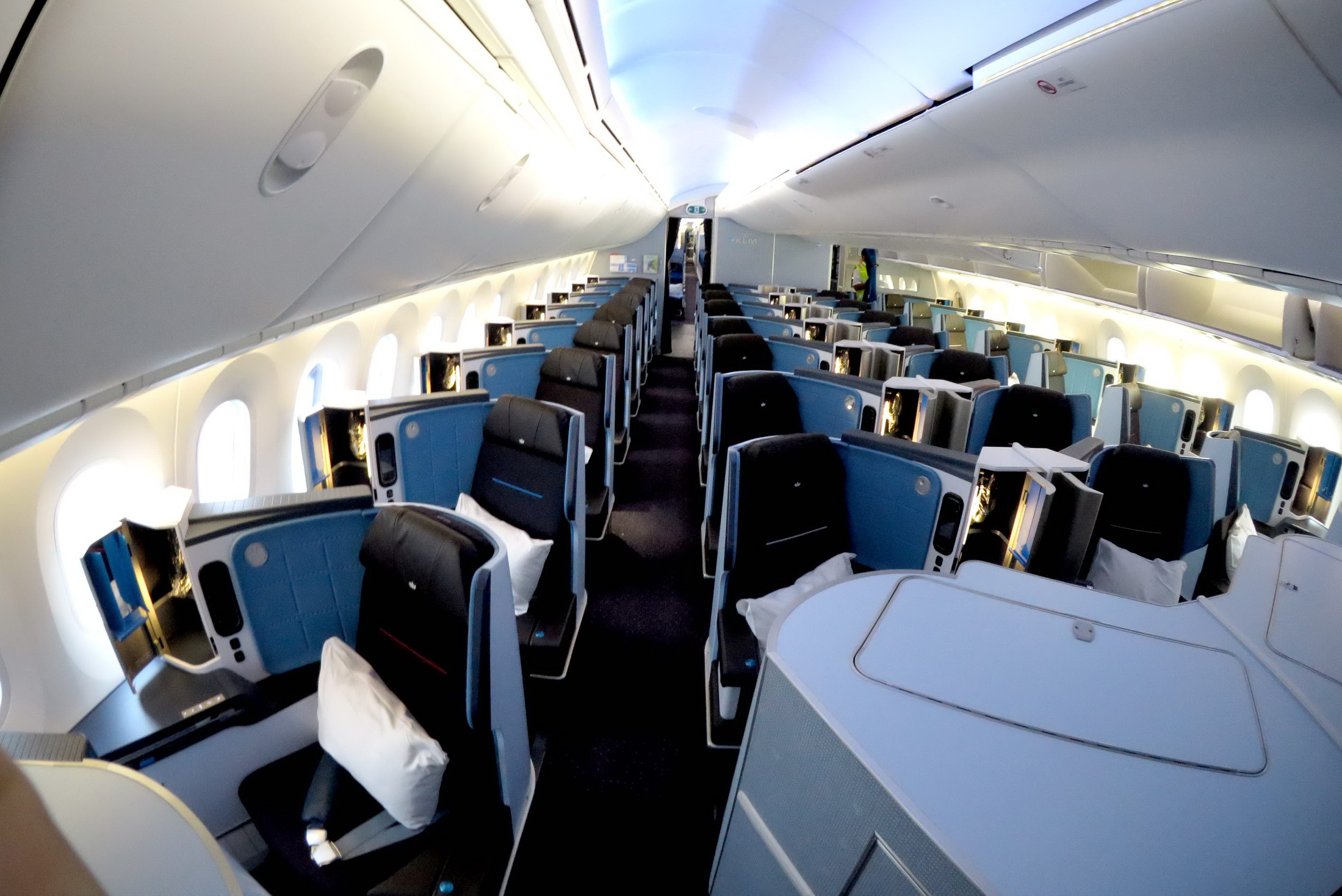 Technology trends in 2017 - Agents Get Up Close Look At Klm S 787 Dreamliner Travelpress
