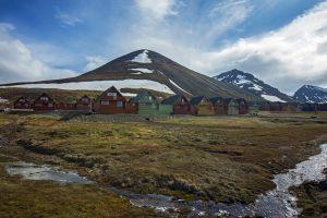 g-norway-longyearbyen-town-mountains-landscape-0m4a4184-lg-rgb