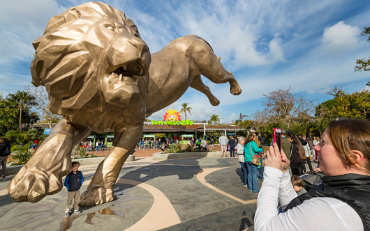 San Diego Zoo unveils 27-foot bronze lion