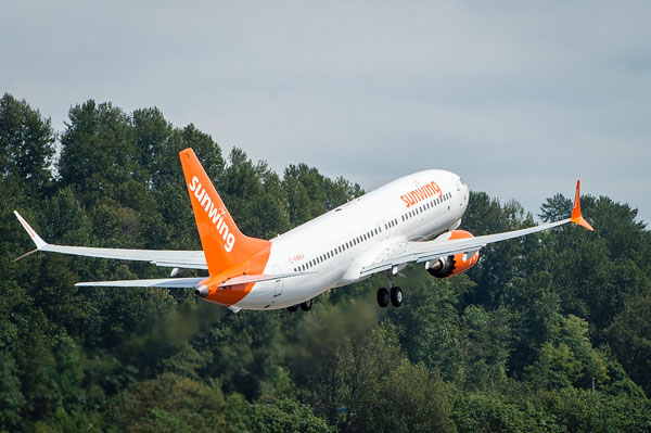 Sunwing Temporarily Suspends 737 MAX 8 Operations