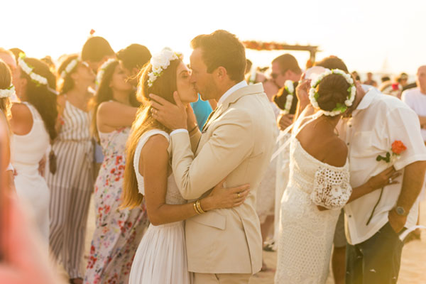 Aruba Hosts Record-Breaking Vow Renewal Ceremony