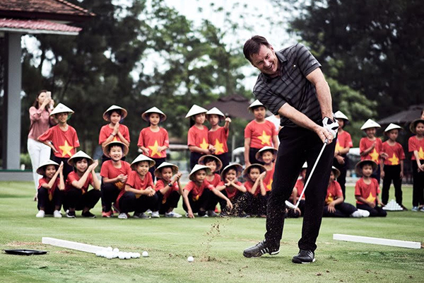 Faldo Invites Golf Fans to 'Live Like a Legend'