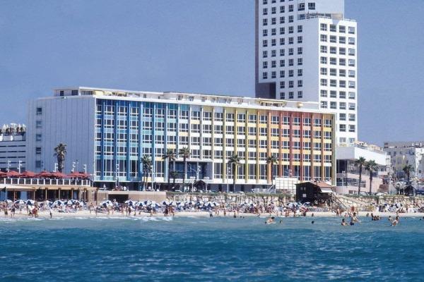 Hotel Update: Dan Hotels, Palace, Le Blanc Resorts